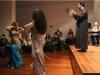 Leena y Christina bailando con el publico