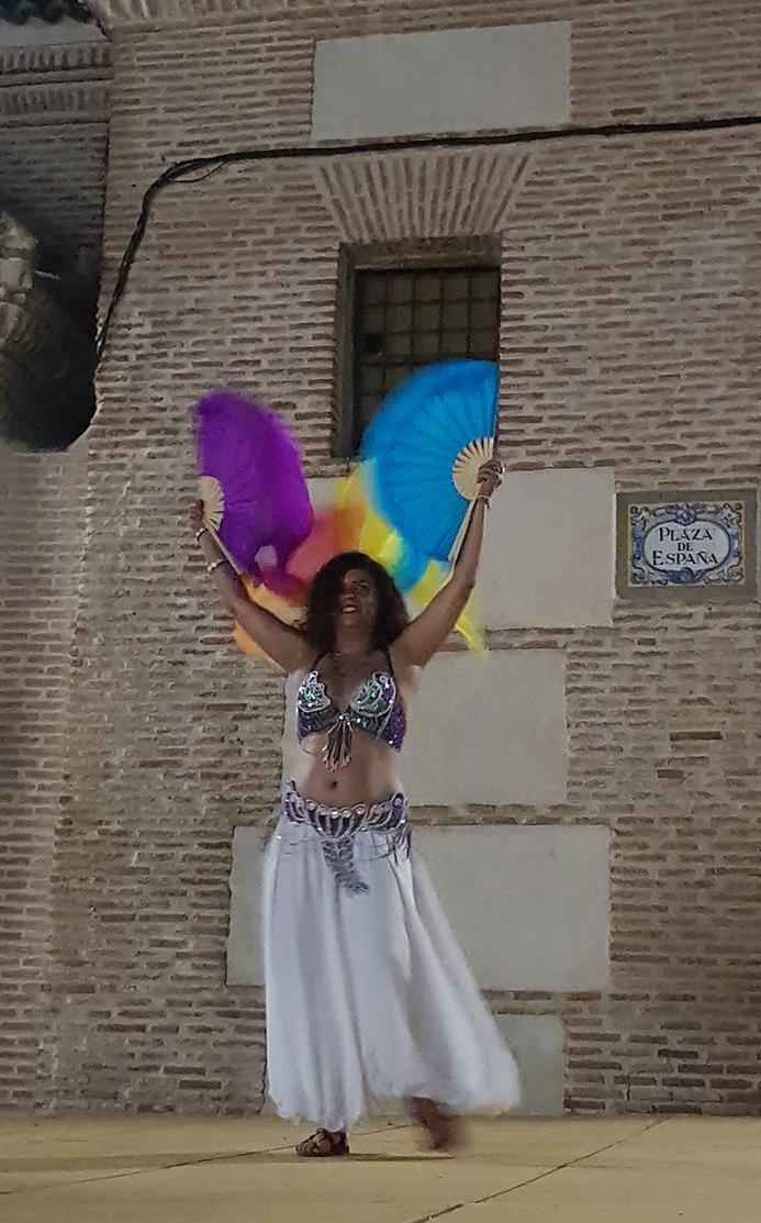Leena Qadi, espectáculo nocturno